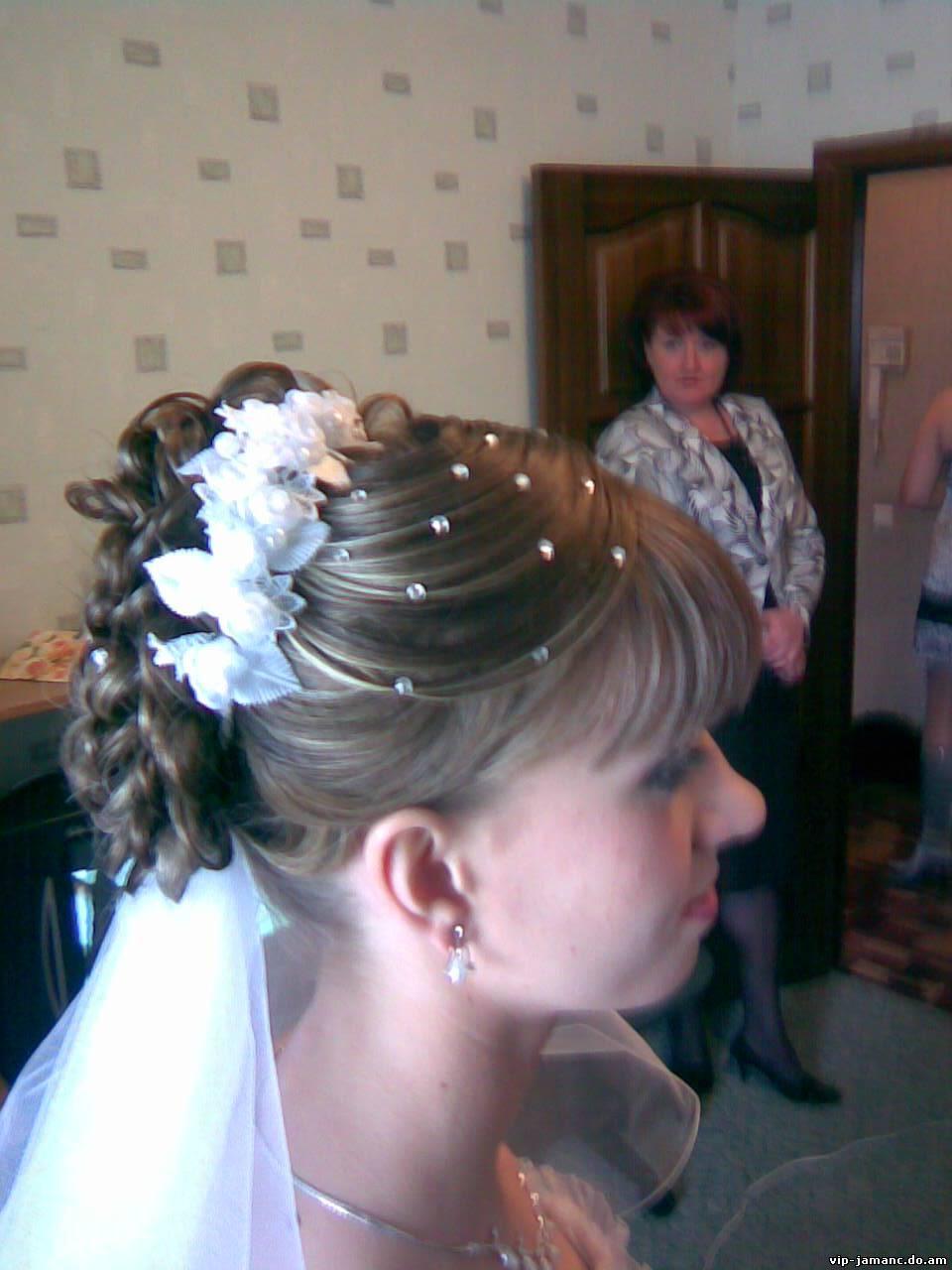 Свадебные прически с плетением 75